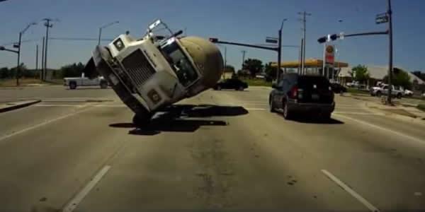 Mortes de caminhoneiros em acidentes aumentam no 1º semestre