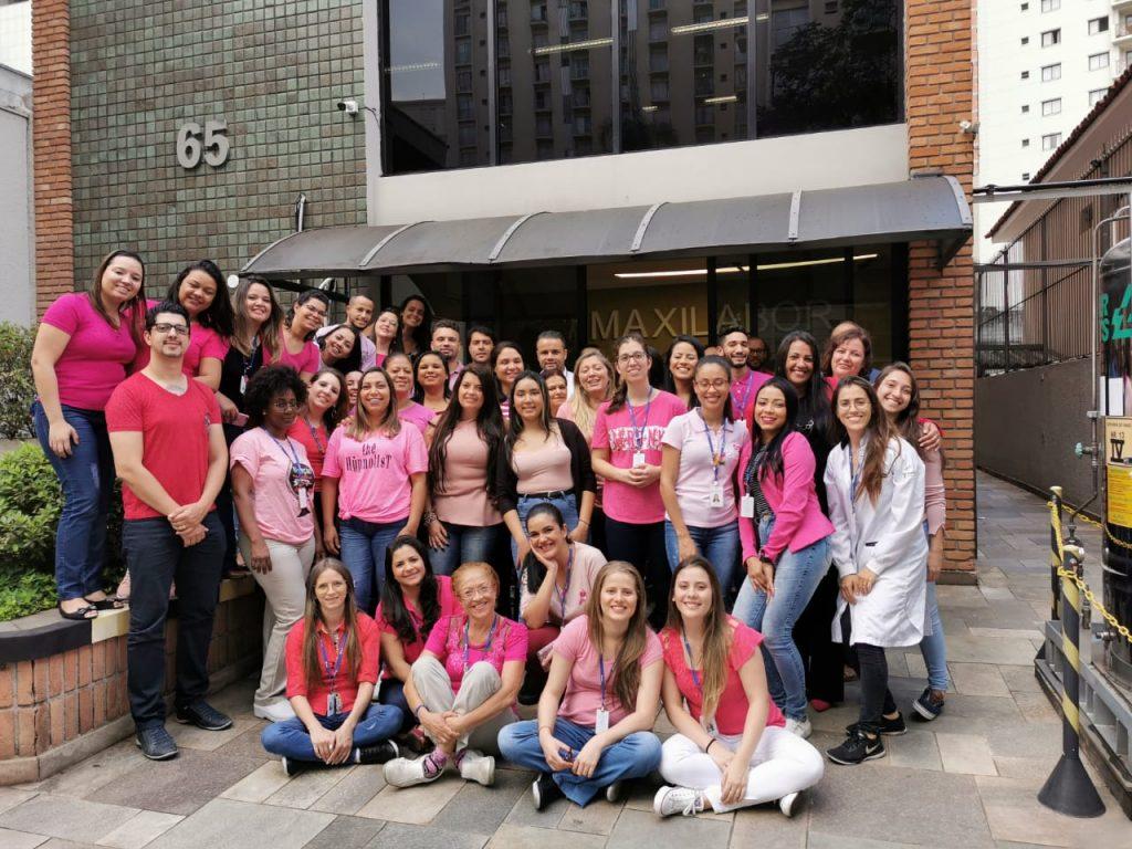 Colaboradores engajados no Outubro Rosa